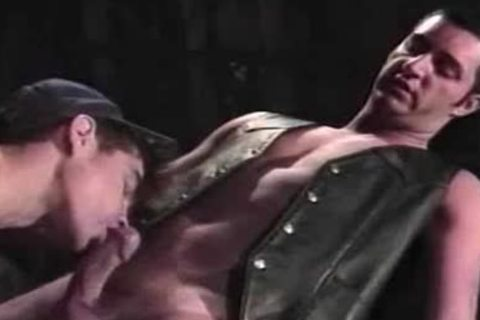 VCA homo - Leather gal - scene two