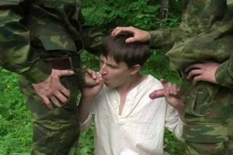 Two Military males acquire oral-job From A young teen