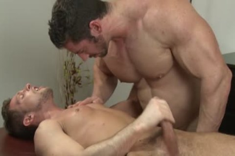 Muscle Bodybuilder oral-sex-job And Massage