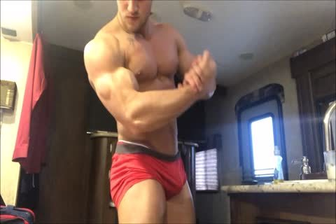 young cocky Bodybuilder Acts Exactly Like I Do