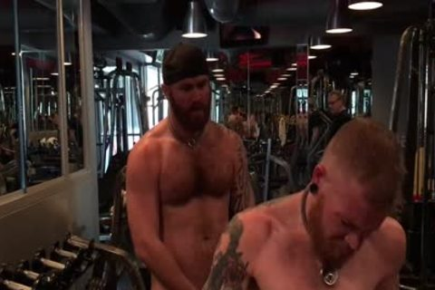 Sweaty unprotected 3some At The Gym
