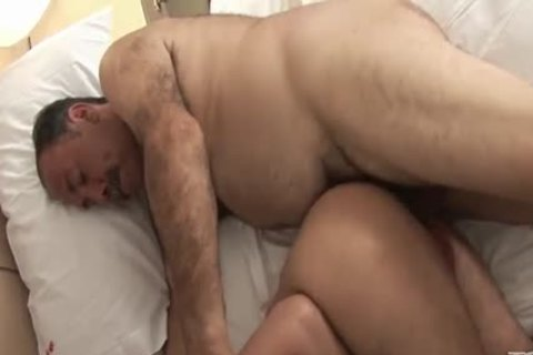 Bear Daddy Kisses And bonks twink lengthy